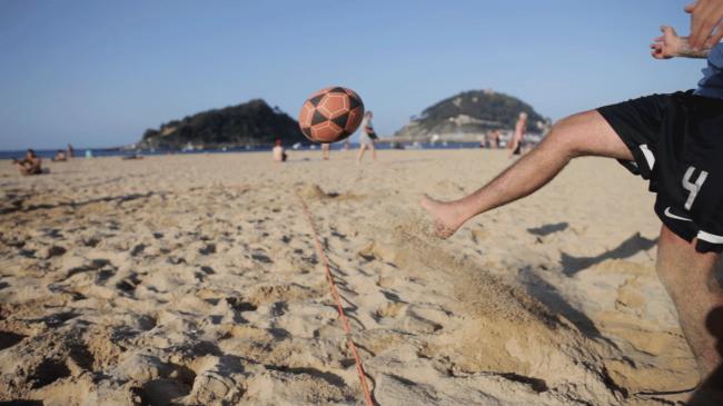 futbol-playa-la-concha