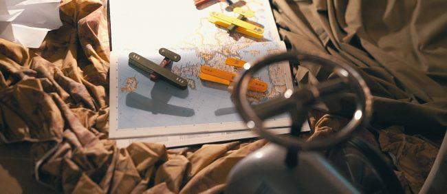 juguete-madera-avion-pinzas